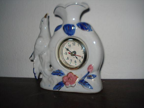 Порцеланов часовник-вазичка.
