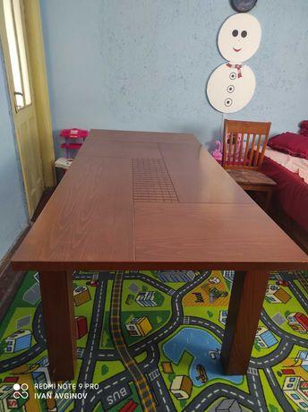 Масивна кухненска маса