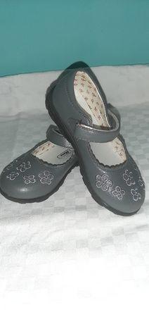 Pantofi mărimea 26