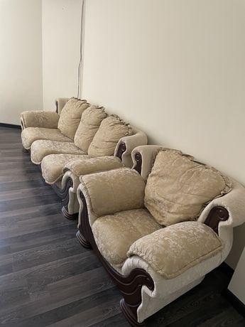 Продается диван для гостиной