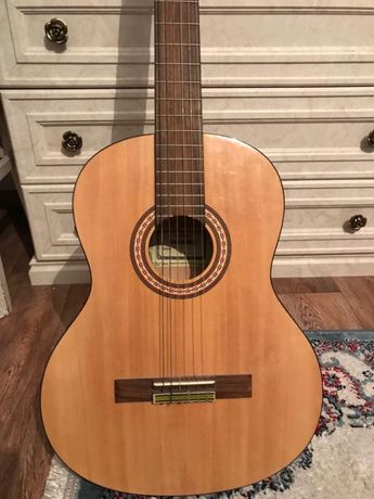 Гитара акустический в хорошем состояний