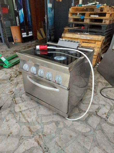 Професионална готварска печка с конвекторна фурна