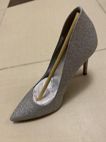 Vând pantofi stileto Michael Kors