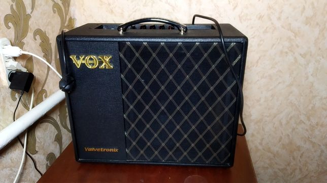 Продам комбоусилитель Vox VT40X