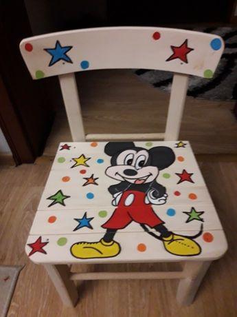 Дървени детски столчета.
