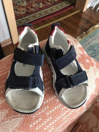 Срочно продам сандали намальчика 27размер туркцкая фирма pinky pinky.