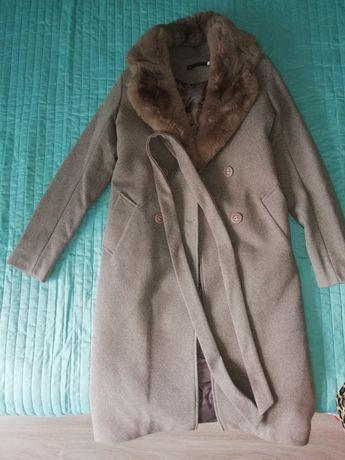 Пальто женское серого цвета