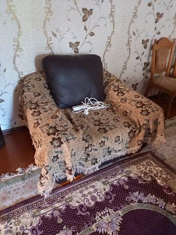 Продам кожанный диван. В отличном состоянии