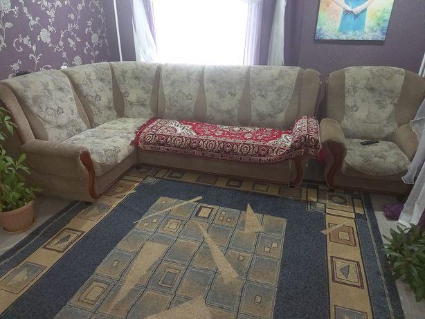 Продам диван + кресло в очень хорошем состоянии