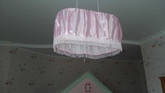 Тюль, римские шторы, гардина и люстра для комнаты девочки