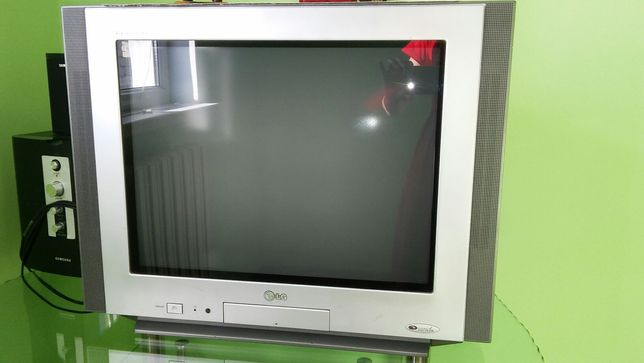 в отл.состояние телевизор с стеклянной подставкой