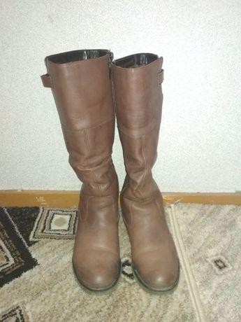Зимние, женские кожаные сапоги цвет коричневые . В хорошем состоянии.