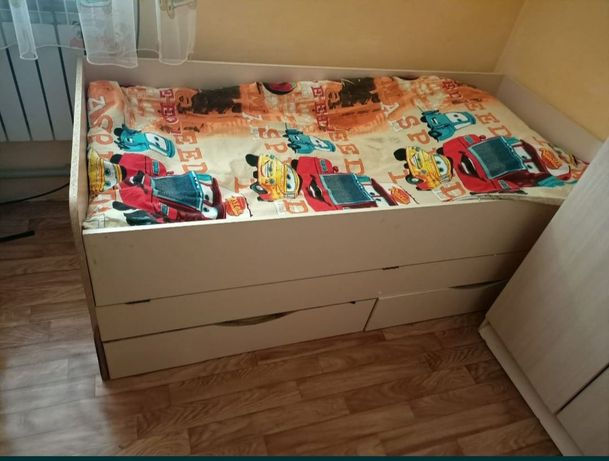 Кровати детские 2 штуки, в хорошем состоянии