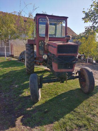 Vând tractor U 650