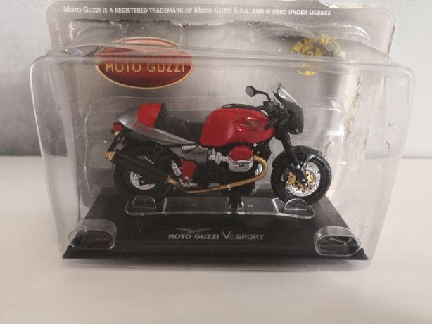 Macheta Starline Moto Guzzi V11 Sport 1/24