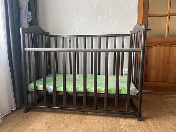 Продам детскую кроватку с матрасом