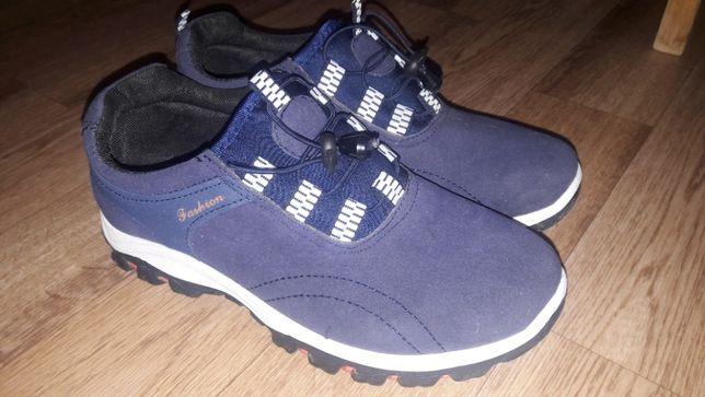 кроссовки продаются
