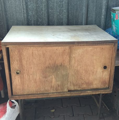 Деревянный шкафчик
