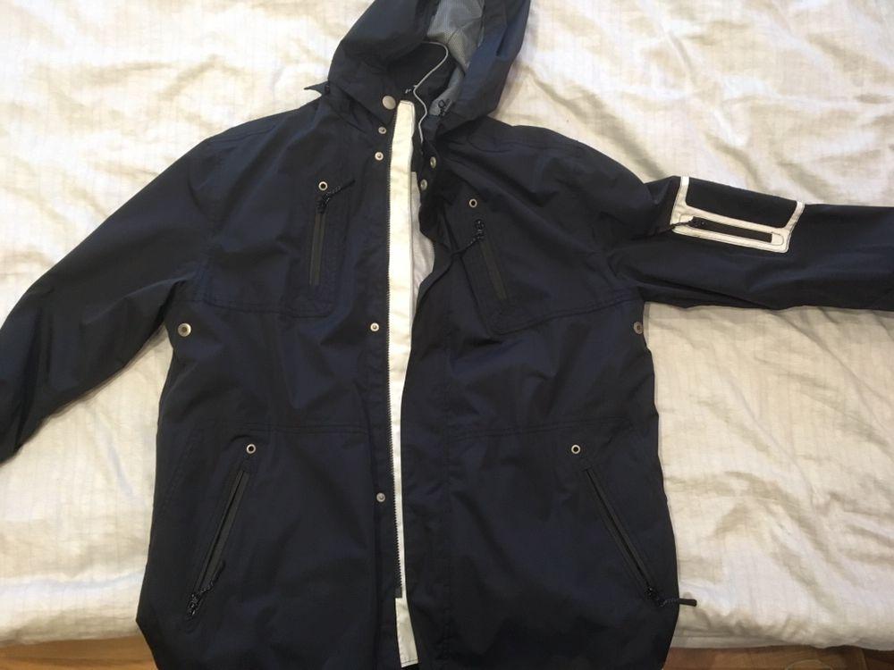 Мъжко,Вятъро и водоустойчиво туристическо яке.
