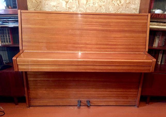 Продам пианино РИГА