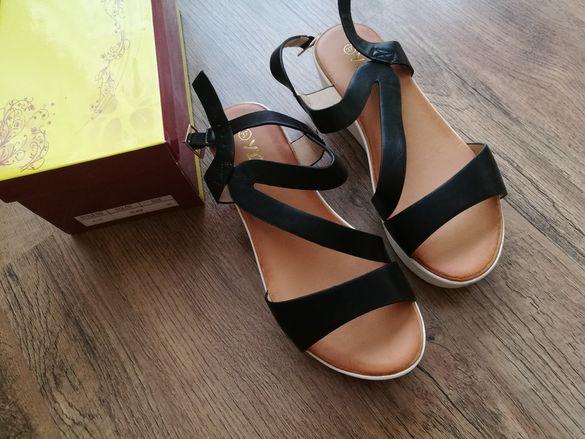 Дамски сандали на платформа 37 номер черни нови