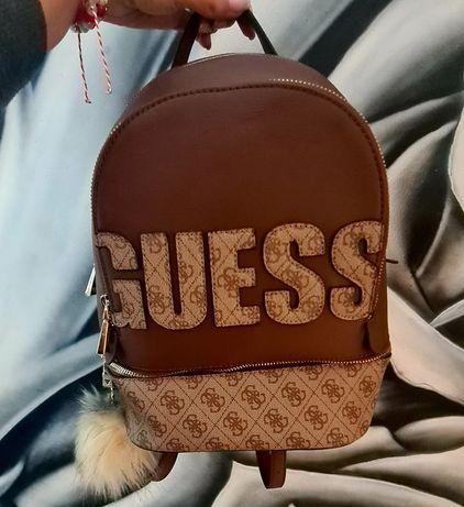 Чисто нова кафява раница Guess и подарък пухче