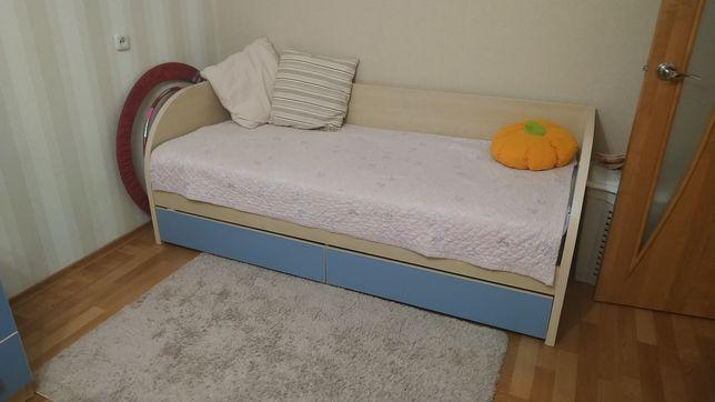 Детская 5 предметов : шкаф с зеркалом,кровать,пенал,  стол, комод.)