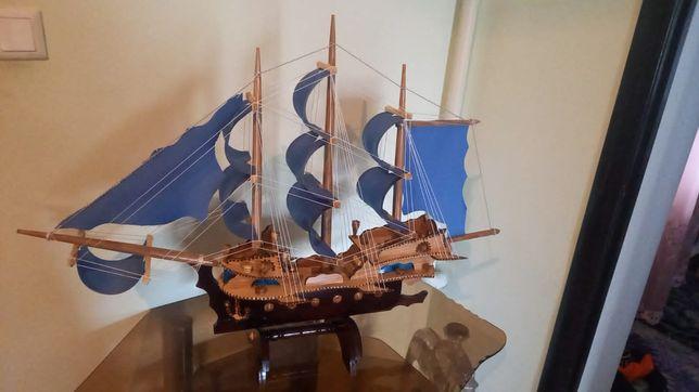 Продам  Кораблик
