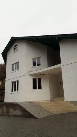 Vila / Pensiune / Casa, 660 mp. util, 5500 mp. teren ,6 cam, 8 bai.