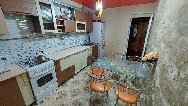 Кухонный стеклянный стол+6 стульев. Срочно! 50.000