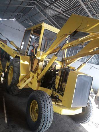 Vând buldoexcavator marca John Deere