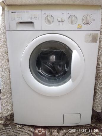 Продам машинку стиральную.