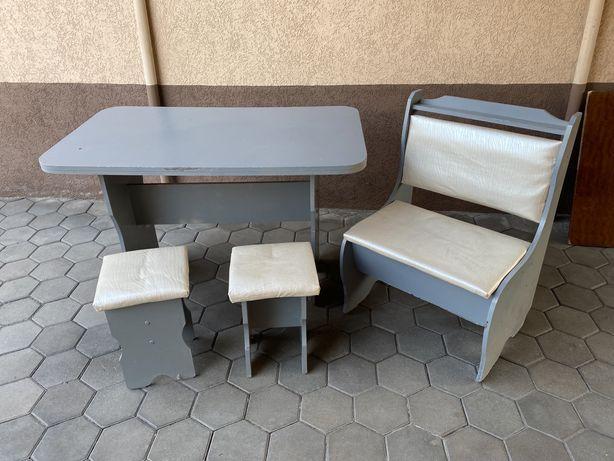 Продам кухонный уголок+стол+стул.