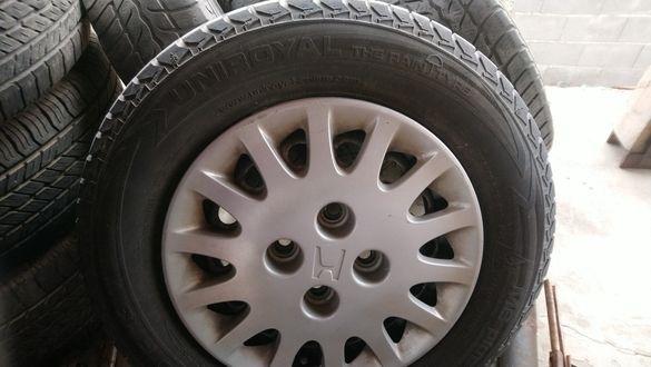 Оригинални джанти с тасове и зимни гуми за Хонда Сивик