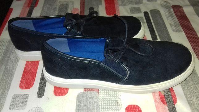Adidasi , pantofi