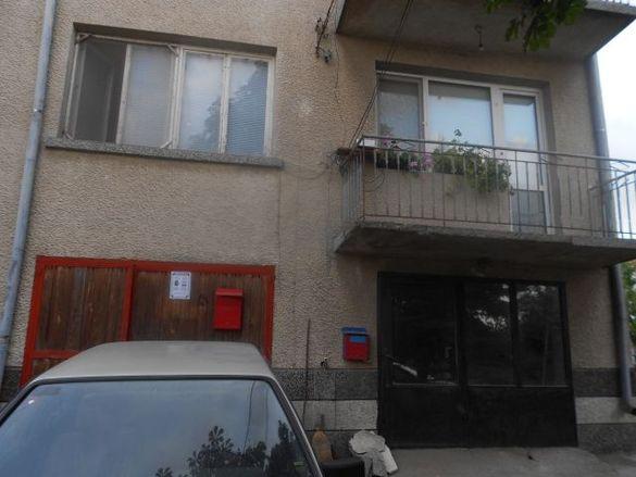 Етаж с приземен етаж и земята към имота