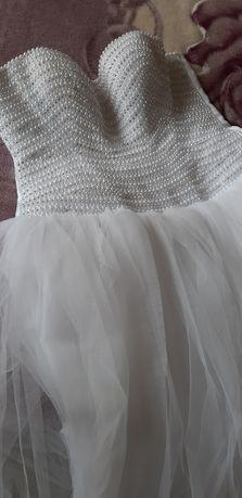 булченска рокля с връзки на гърба