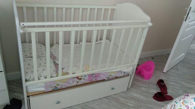 Продам детскую кроватку с комодом