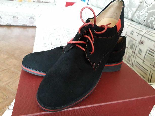 Продаю женские замшевые туфли