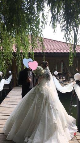 Продам шикарное пышное свадебное платье со шлейфом