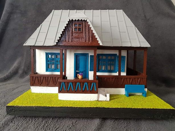 Casa bunicilor in miniatura. Macheta casa traditionala sat