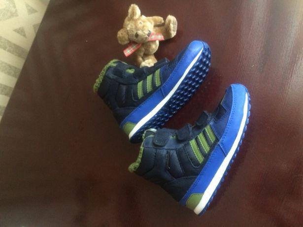 Детские кроссовки Adidas.