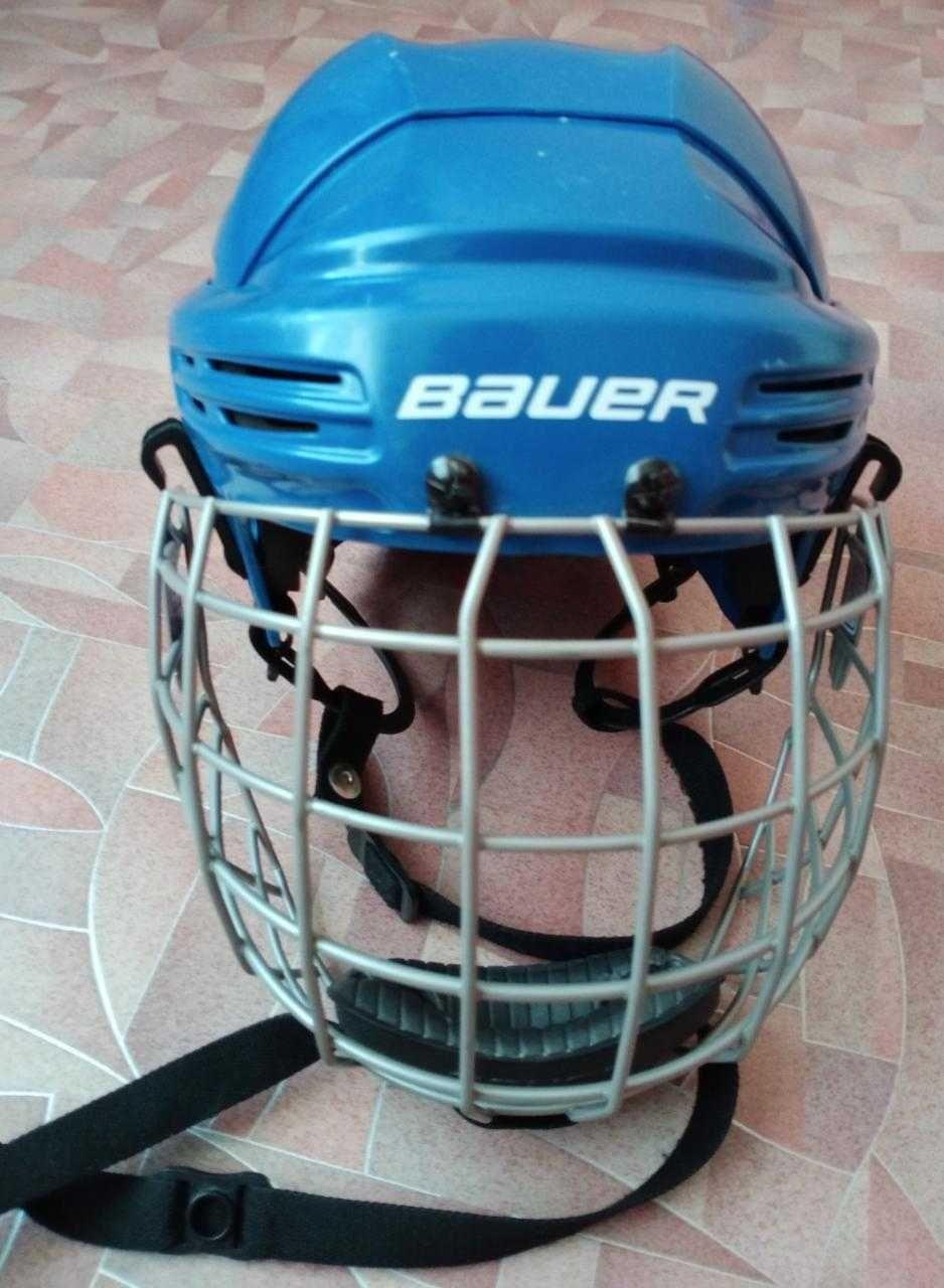 Шлем хоккейный и Клюшка         .