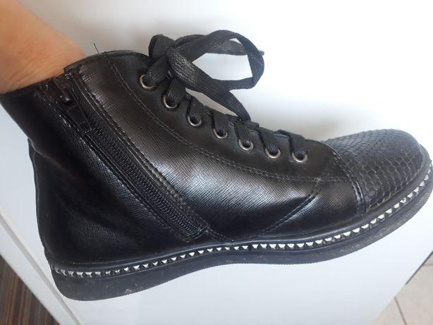Продам осенние ботинки на девочку 36 размера