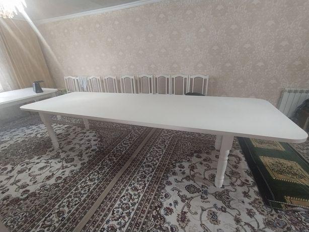 Стол для гостивой