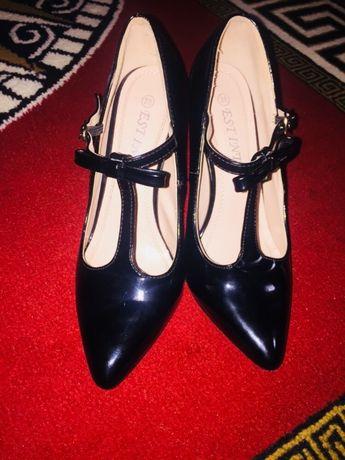 Pantofi stilleto cu bareta și fundița de lac negru nou