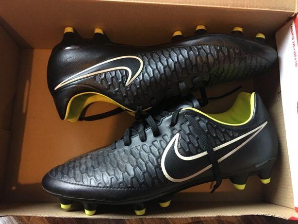 Футбольные кроссовки nike
