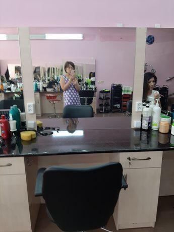 Сдам в аренду места  для мастера маникюра и места для парикмахеров !
