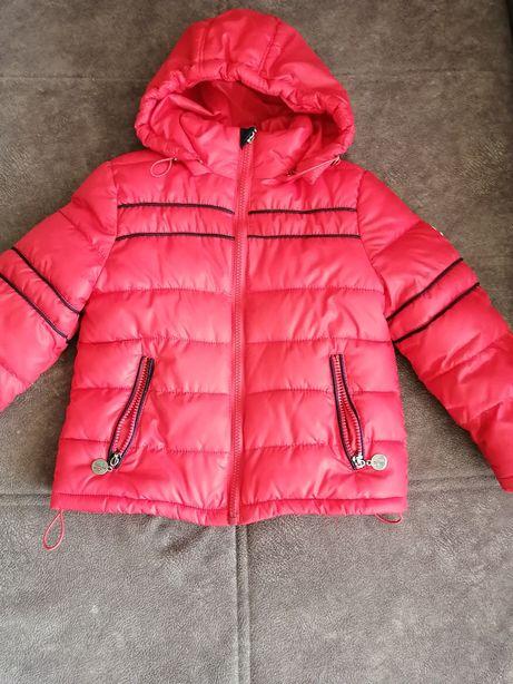 Продам весеннюю куртку для девочки