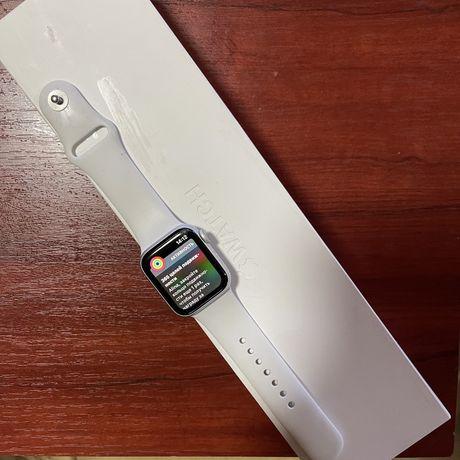 Продам часы Apple Watch 4 series